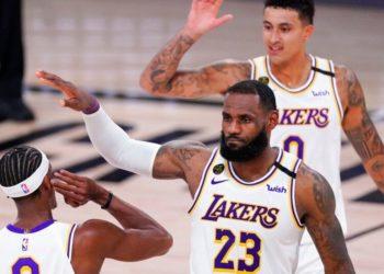 Lakers superaron a los Rockets