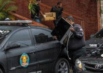 Confiscación equipos VPITV en Caracas. (Foto: EFE/Cristian Hernández)