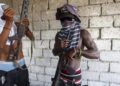 Banda de haitianos y misioneros estadounidenses